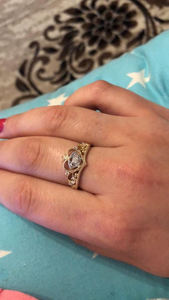 Купили кольцо с ножками младенца с доставкой в Нота-Голд