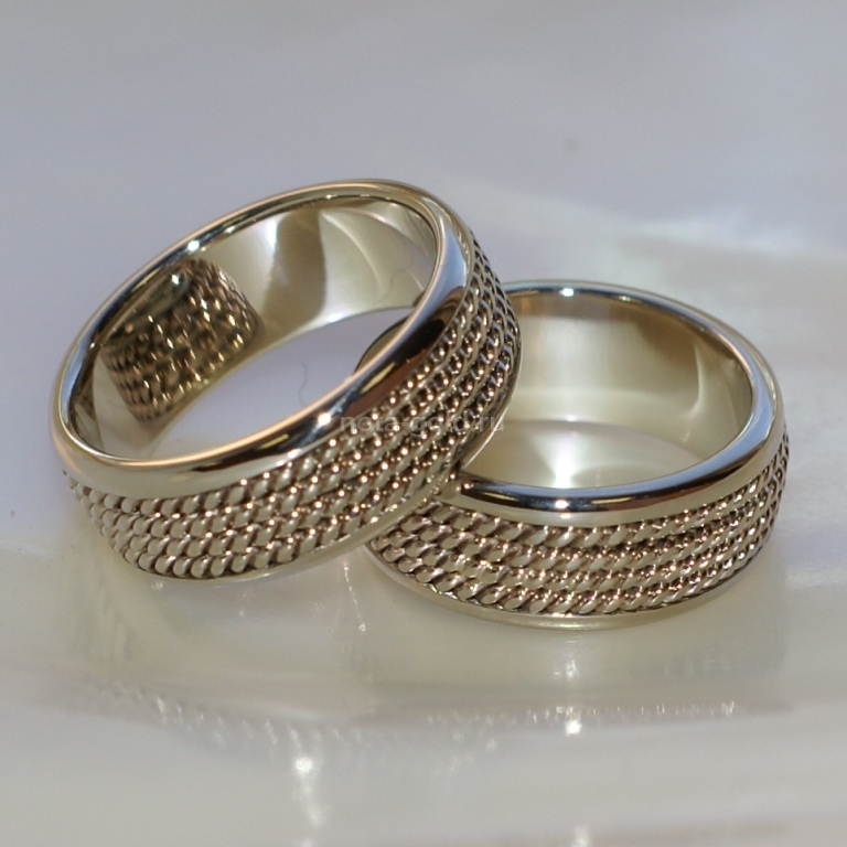 Обручальные кольца с плетением косички