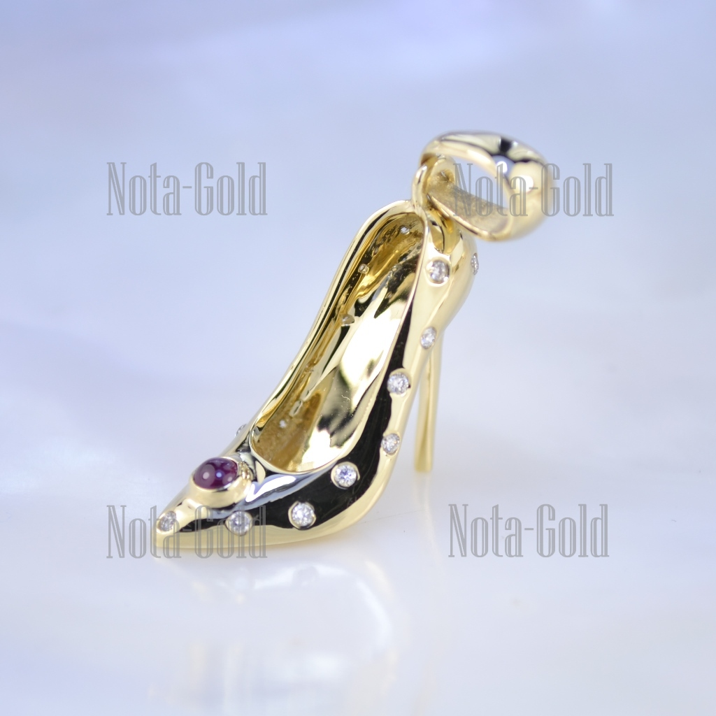 Кулон Туфелька с рубином кабошон и бриллиантами из глянцевого золота в  подарок от отца дочке на 18 лет (Вес  4 гр.) edfd269fd2a